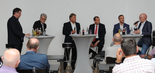 Intensive Diskussion in Saarbrücken (Foto: Peter Franz)