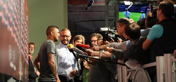 Interviews in Mixed Zone (Foto: firo Sportphoto/Augenklick)